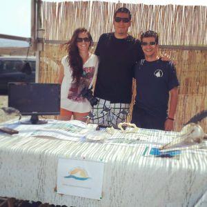 "Sara y Jacobo junto con Alejandro Pérez, presitende de ""grupo Oceania"""